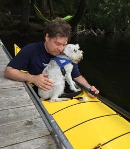 Rimbaud adore faire du kayak avec son papa...